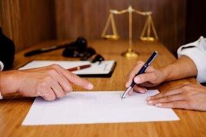 האם צריך עורך דין צוואה כדי לכתוב צוואה?