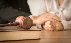 עורך דין לענייני גירושין והתמודדות עם הליך גירושין בבית המשפט לענייני משפחה ובית הדין הרבני
